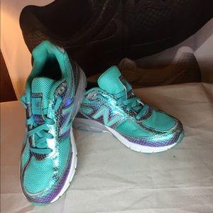 New balance Iridescent girls sneakers size 4